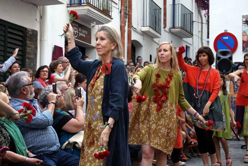 Desfilada botiga OKB Barcelona i Cadaqués amb clientes.