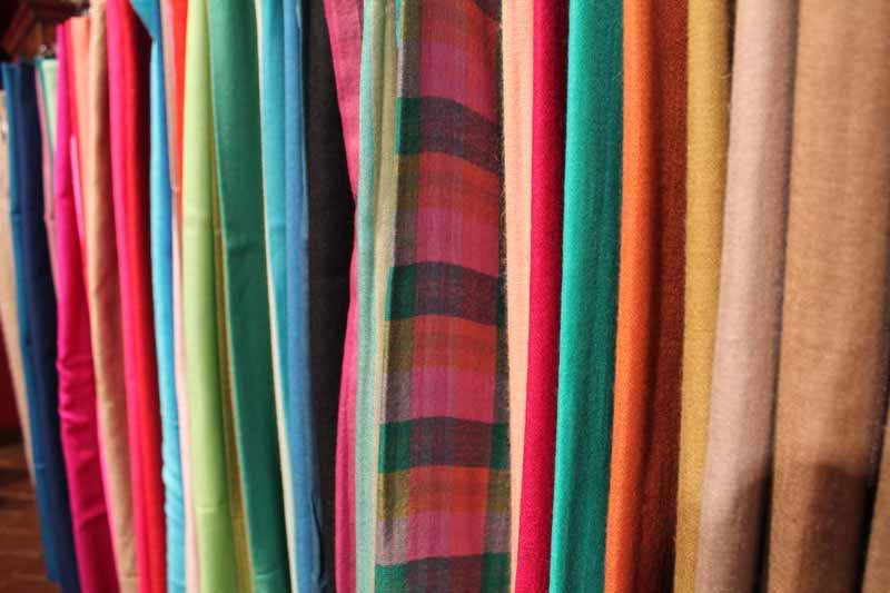 pashmimas-y-chals-de-okb-tienda-ropa-i-accesorios-barcelona-y-cadaques (12)
