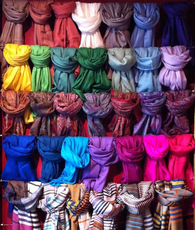 pashmimas-y-chals-de-okb-tienda-ropa-i-accesorios-barcelona-y-cadaques (2)
