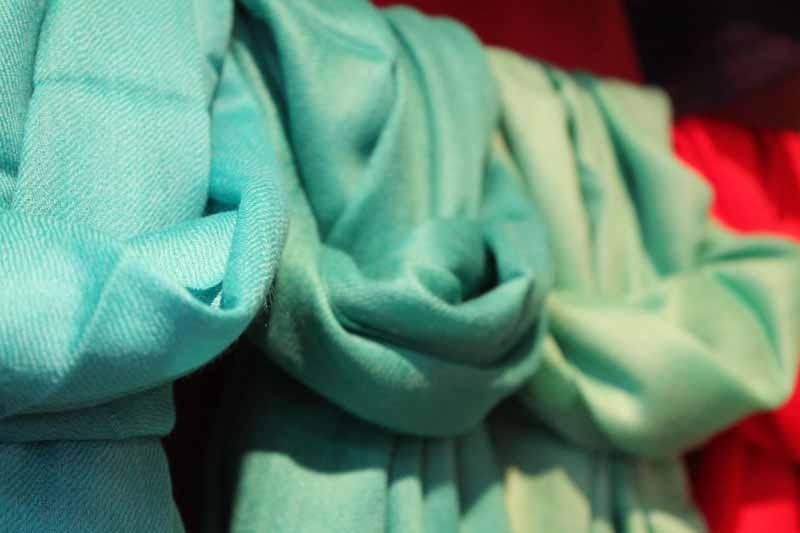 pashmimas-y-chals-de-okb-tienda-ropa-i-accesorios-barcelona-y-cadaques (20)